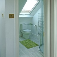 Light And Airy Shower Room With Good Use Of Space. Property In Cambridge.